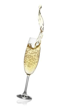 dwarsfluit: Fluit met abstracte scheutje champagne, geïsoleerd op de witte achtergrond Stockfoto