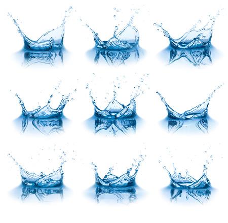 Het verzamelen van water spatten, geïsoleerd op de witte achtergrond Stockfoto