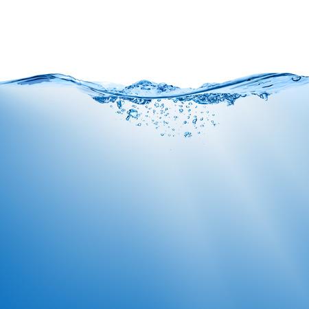 agua splash: Agite con splash sobre la superficie del agua con burbujas de aire aislado en el fondo blanco. Foto de archivo