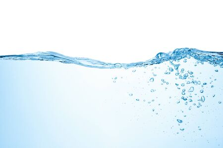 Éclaboussure d'eau avec des bulles d'air, isolées sur fond blanc. Banque d'images