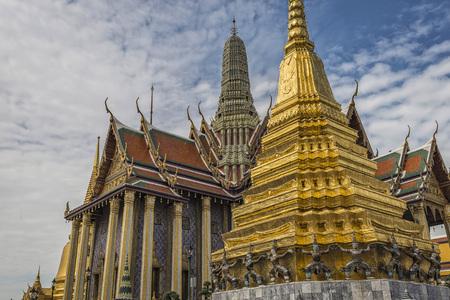Wat Phra Kaew or Wat Phra Si Rattana Satsadaram, Temple of the Emerald Buddha and Grand Palace, Beautiful Landmark of Bangkok City, Bangkok, Thailand. 免版税图像