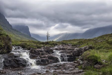 Idyllic waterfall in the Scottish Highlands on a beautiful Summer day, Scotland 版權商用圖片