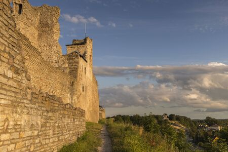 Ruins of the medieval castle of the Livonian knights order at sunset. , Rakvere Archivio Fotografico