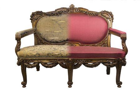 Sofá antiguo vintage antes y después de la restauración, en una sola foto Foto de archivo
