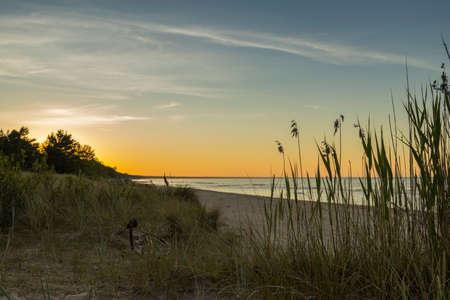 Baltic sea at beautiful sunrise in beach. Banque d'images