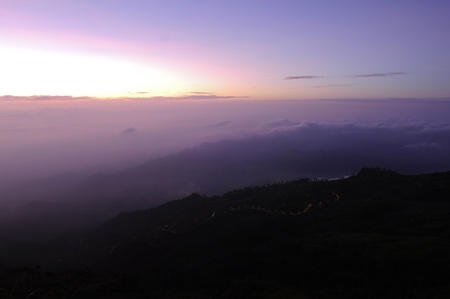 fog, mountain and sunrise , Phu Tub Berg, Petchaboon, Thailand Stock Photo - 9028467