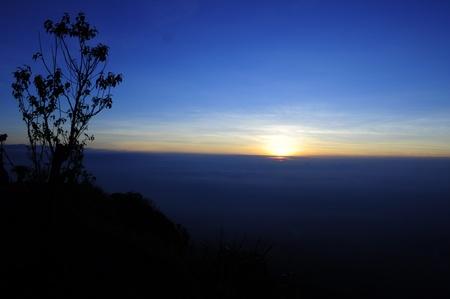 mist and sunrise , Phu Tub Berg, Petchaboon, Thailand Stock Photo - 9028469