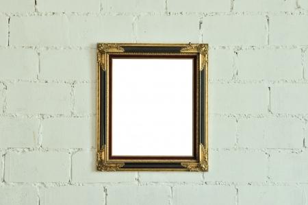 Vintage gold picture frame on white wall Standard-Bild