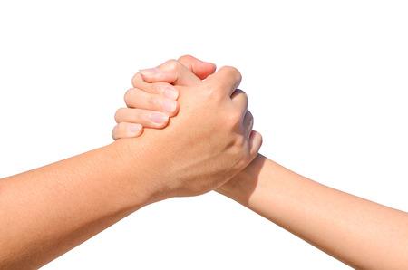 pacto: la mano de socios entre un hombre y una mujer aislada en el fondo blanco