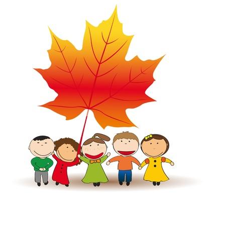 秋の紅葉でかわいい、幸せな子供が遊ぶ