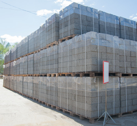 clay brick: Expanded clay aggregate blocks stacked on pallets