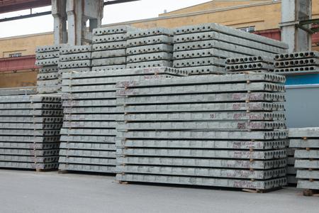 Stack of precast reinforced concrete slabs 免版税图像