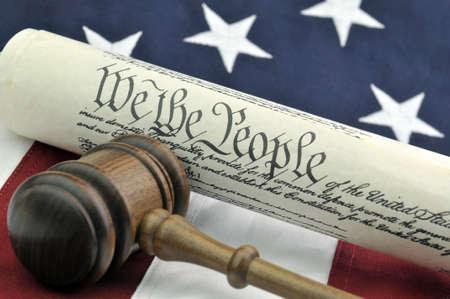 Grondwet, Houten Gavel, en US Flag Stockfoto