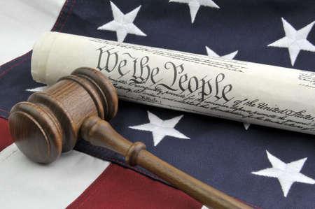 憲法、木製の小槌、米国の旗 写真素材