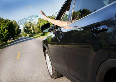 botar basura: Contaminación de las carreteras