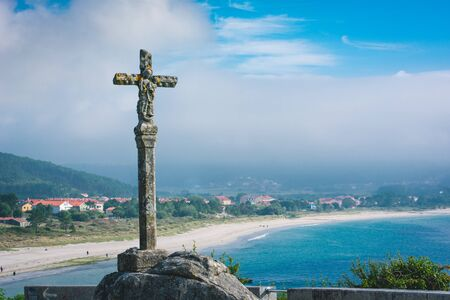 Cross monument in Fisterra, Spain. 版權商用圖片 - 131855361