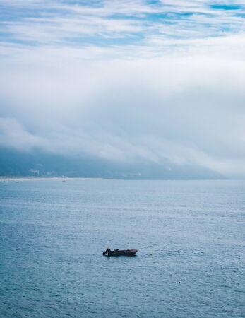 Bella vista luminosa sull'oceano a Finisterre