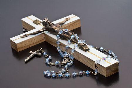 Jesus and rosary white background isolate. Standard-Bild
