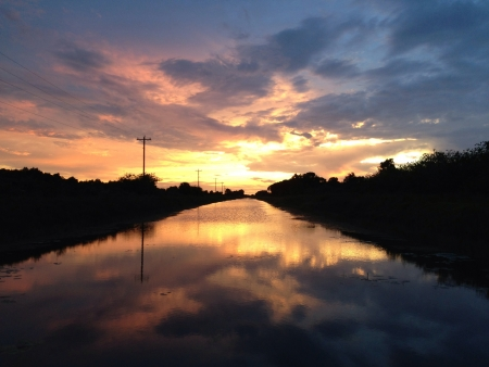 Beautiful sunset with a reflection in a river. Banco de Imagens - 21677068
