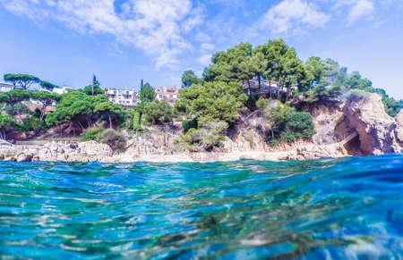 Vista sul mare a Costa Brava, Catalogna, Spagna Archivio Fotografico - 90747561