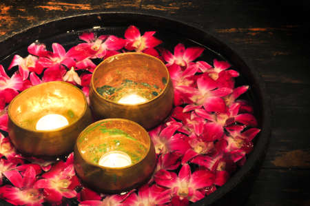 aroma bowl: the candle and flower floating on the water for decoration