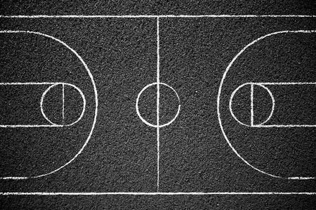 cancha de basquetbol: Cancha de baloncesto callejero con tiza dibujada l�neas.