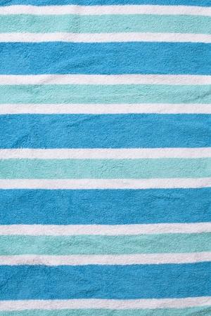 Versleten strandlaken achtergrond met rimpels en horizontale lijnen.