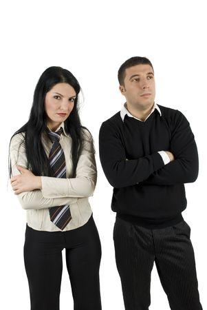 mujer decepcionada: Enojado o decepcionado dos hombres de negocios sobre la crisis financiera o en problemas de pie con los brazos cruzados y pensar en el futuro