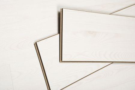 적층: Top view of few boards of white laminate flooring   arranged  on floor