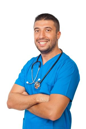 mani incrociate: Felice medico uomo in piedi con le mani incrociate isolato su sfondo bianco