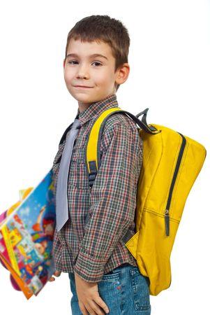 ni�o parado: Chico de pie en el perfil de celebraci�n de bolsa y libros y van a la escuela en primer d�a aislado sobre fondo blanco