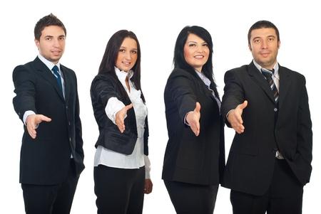 manos estrechadas: Fila de cuatro empresarios de pie con las manos abiertas en gesto de signo Bienvenido aislado sobre fondo blanco