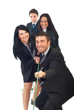 tug o war: Feliz equipo tirando de la cuerda y tener diversi�n aislados sobre fondo blanco Foto de archivo