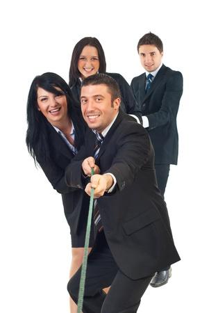 tug o war: Equipo de cuatro personas de negocios cuerda tirando aislado sobre fondo blanco Foto de archivo