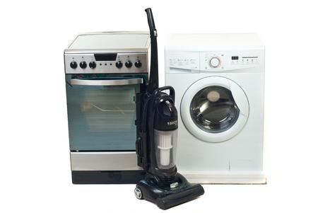 objetos de la casa: Grupo de nuevos aparatos dom�sticos aislados sobre fondo blanco