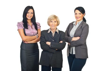 mani incrociate: Tre donne di affari sorridente in piedi in una riga con le mani incrociate isolato su sfondo bianco