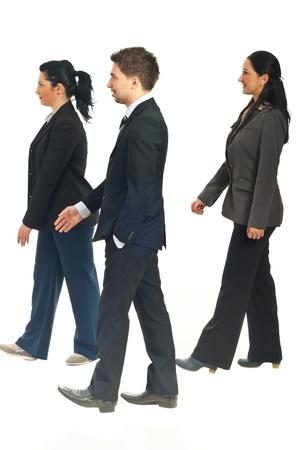personas caminando: Perfil de los tres empresarios caminando aislado en fondo blanco Foto de archivo