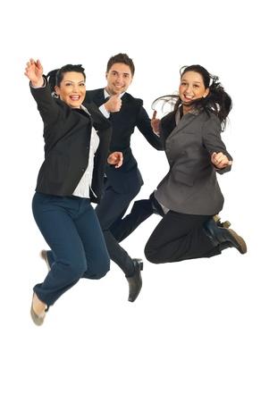 Negocio alegre gente trabajo en equipo saltando y la busienssman dar pulgares aislados en fondo blanco