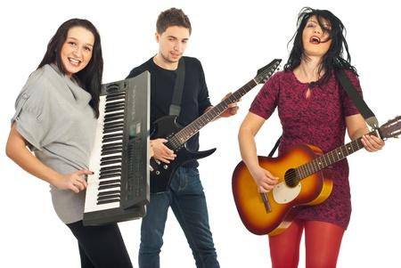 musicos: Banda de tres amigos tocando instrumentos musicales aislados en fondo blanco Foto de archivo