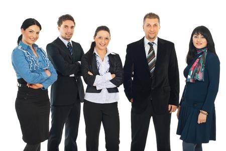 personas de pie: Atractivo grupo de cinco personas de negocios en una fila y sonriendo aislado sobre fondo blanco Foto de archivo