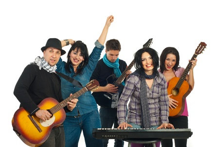 Happy band van vijf mensen zingen met muziek instrumenten  Stockfoto