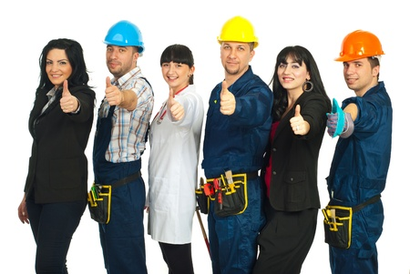 trabajadores: Exitosas seis personas con diferentes carreras renunciar pulgares y permanente en una l�nea aislada sobre fondo blanco