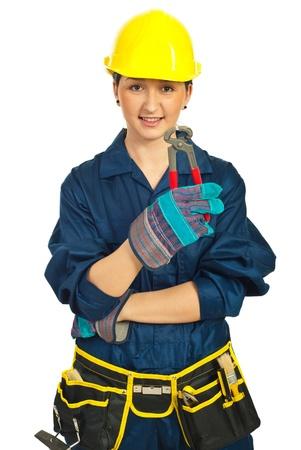 tenailles: Femme de travailleur avec casque d�tenant des pinces isol� sur fond blanc