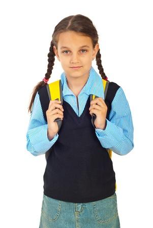 ir al colegio: Chica estudiante en primer d�a de escuela sosteniendo bolsas aisladas sobre fondo blanco