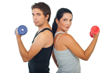 ejercicio aer�bico: Gimnasio equipo de dos personas que tienen barra aisladas sobre fondo blanco