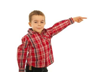Happy kid jongen wijzend weg om ruimte geà ¯ soleerd op een witte achtergrond te kopiëren