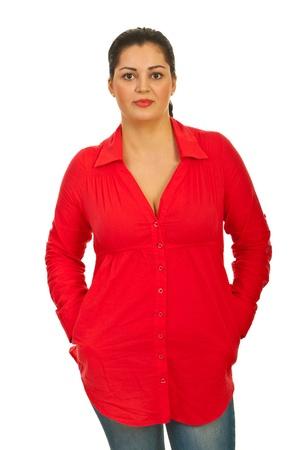 mani incrociate: Casual bellezza donna in camicia rossa isolato su sfondo bianco