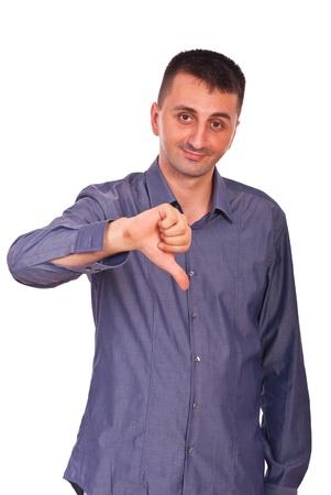 pollice in gi: Uomo confuso che mostra pollice gi� isolato su sfondo bianco