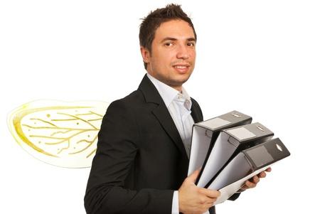diligente: Hombre de negocios ocupado como una abeja que sostiene carpetas aisladas sobre fondo blanco