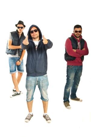raperos: Tres hombres golpeadores gesticular aislado en fondo blanco
